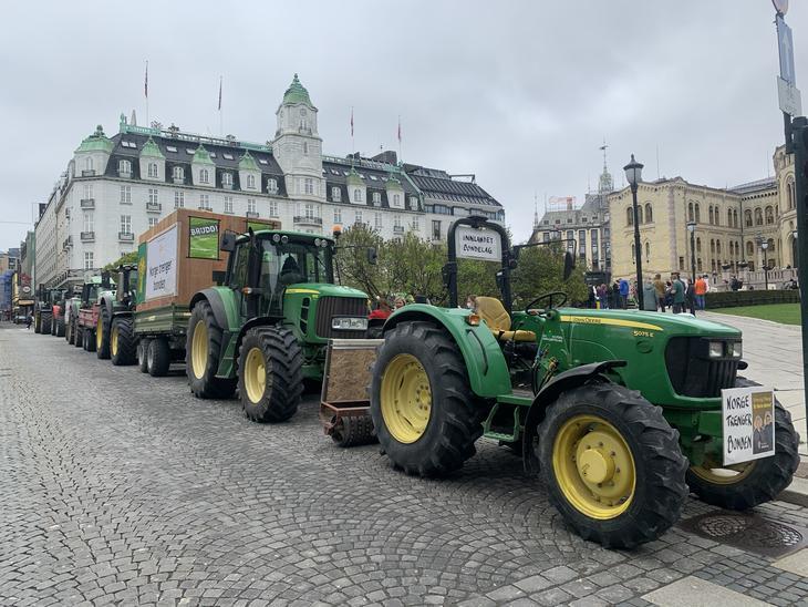 Traktorkolonne utenfor Stortinget i Oslo